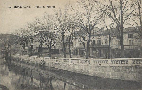 370_001_brantome-place-du-marche